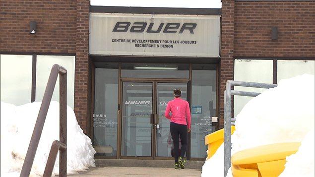 hockey bauer tente de se maintenir dans une industrie de plus en plus fragile ici radio. Black Bedroom Furniture Sets. Home Design Ideas