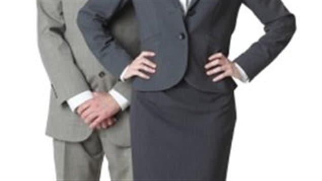 Homme et femme d'affaires.