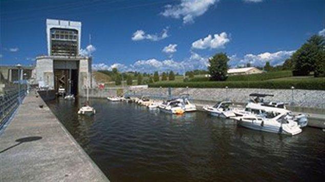 Le canal de Carillon est situé sur la rivière des Outaouais.