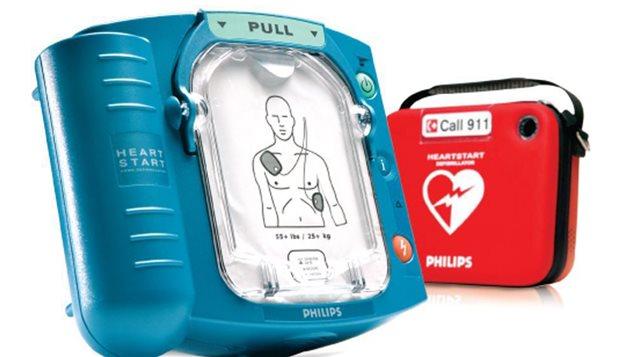 Un défibrillateur