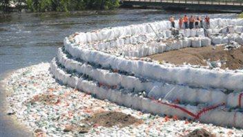 Un rapport sur les inondations de 2011 fait 126 recommandations inondations - Inondation sac de sable ...