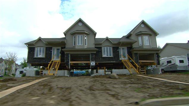 Travaux sur une maison en raison de dommages causés par la pyrrhotite.