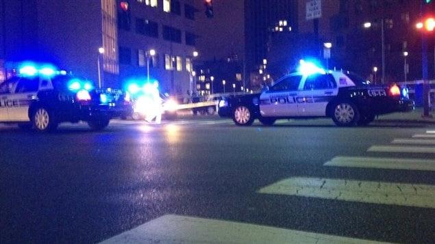 Les policiers bouclent le périmètre autour de l'Institu de technologie du Massachusetts (MIT), à Boston.