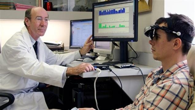 Robert Hess et un patient jouant au Tetris