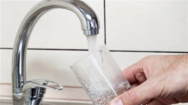Fluoration de l'eau du robinet : l'éternel débat