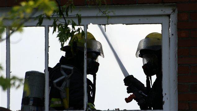 Une soixantaine de pompiers ont combattu les flammes.