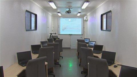 Intérieur de l'Unité mobile de formation