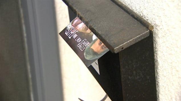 Ce tract dénonçant les députés qui se sont opposés à la réouverture du débat sur le commencement de la vie a été déposé dans une boîte aux lettres de Calgary, en mai 2013.