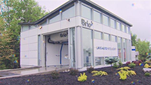Le premier lave-auto intelligent de l'entreprise Brio a été inauguré à Magog.