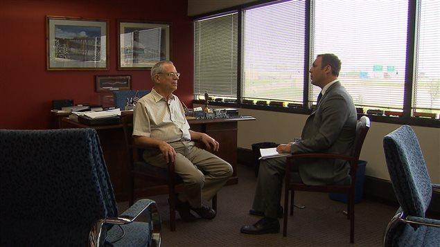Edward Burkhardt en entrevue avec le journaliste Philippe Leblanc