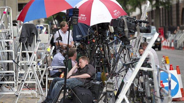 Les journalistes ont installé depuis plusieurs jours leur arsenal en face de l'hôpital Saint Mary's de Londres, où le bébé doit naître.