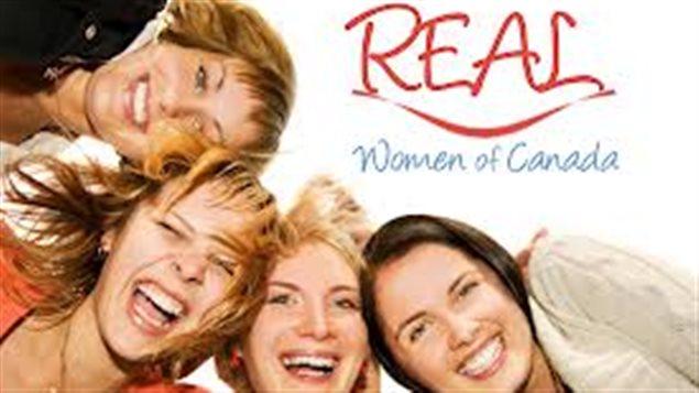 Le groupe conservateur REAL Women of Canada dénonce les propos de John Baird sur les droits des gais.