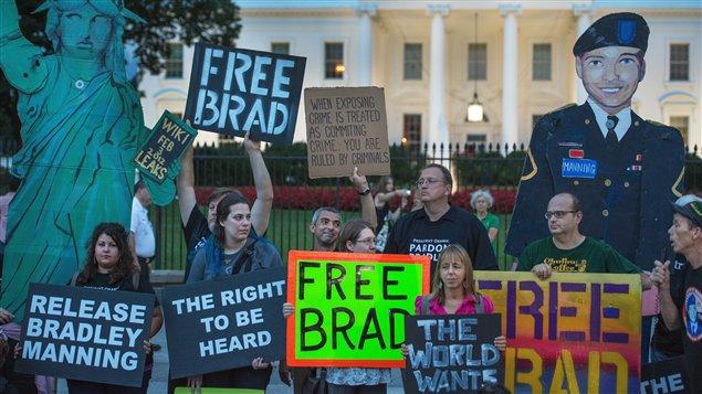 Manifestation d'appui à Bradley Manning, condamné pour espionnage à 35 ans de prison.