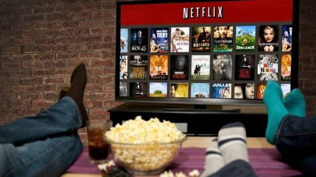 Les Canadiens consomment de plus en plus de contenu vidéo sur Internet.