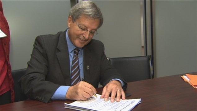 Jean tremblay d pose sa candidature ici radio - Bureau du directeur general des elections ...