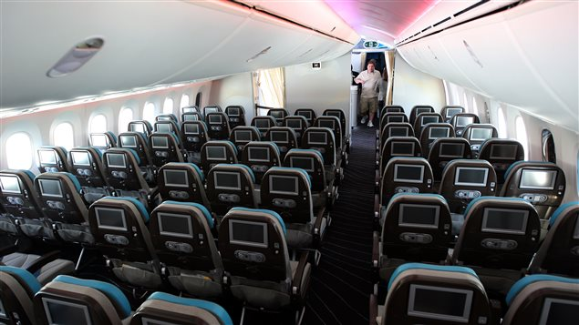 Les si ges d 39 avions r tr cissent en classe conomique for Interieur d avion air france