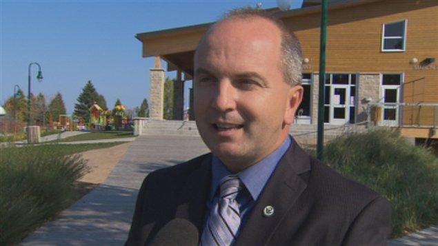 Guy larouche porte plainte aupr s du directeur g n ral des - Bureau du directeur general des elections ...