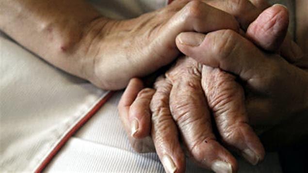 Aide médicale à mourir: Couillard critique