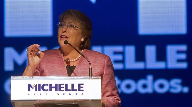 Michelle Bachelet s'est adressée à ses partisans à Santiago, dimanche, après le premier tour de la présidentielle.
