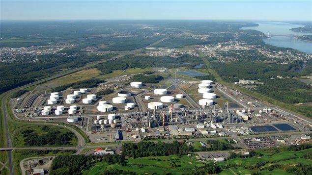Vue aérienne de la raffinerie Jean-Gaulin exploitée par Énergie Valero, à Lévis