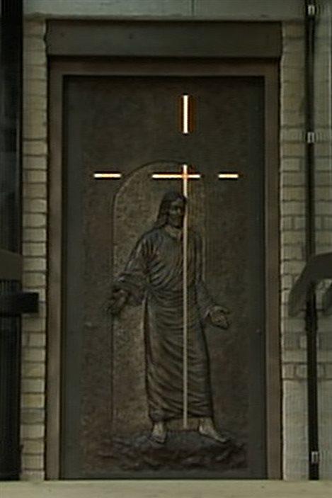 inauguration d 39 une porte sainte pour le 350e de notre dame