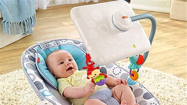 Un siège pour bébé équipé d'une tablette