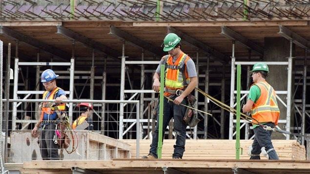 Des travailleurs de la construction à Montréal.