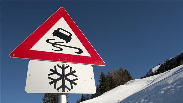 Chaussée glacée
