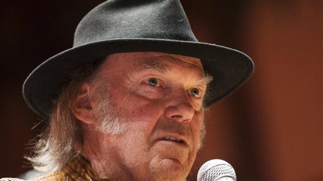 Neil Young à Toronto annonçant le début de sa tournée contre les sables bitumineux.