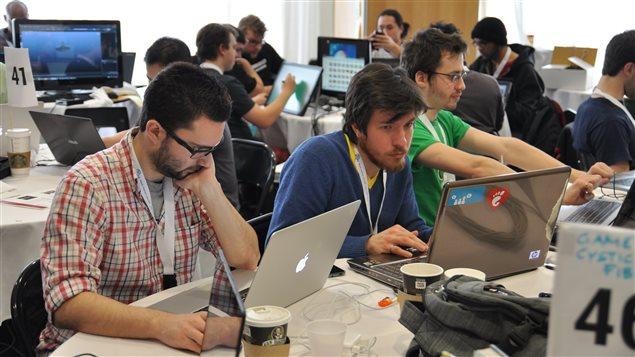Le hackathon du CHU-Sainte-Justine a attiré 120 programmeurs. Ici, des étudiants en génie de logiciels de l'École de technologie supérieure.