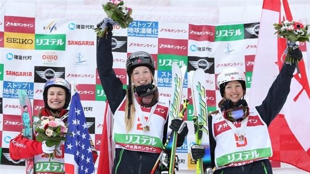 Heather McPhie (gauche), Justine Dufour-Lapointe (centre) et Maxime Dufour-Lapointe (droite)