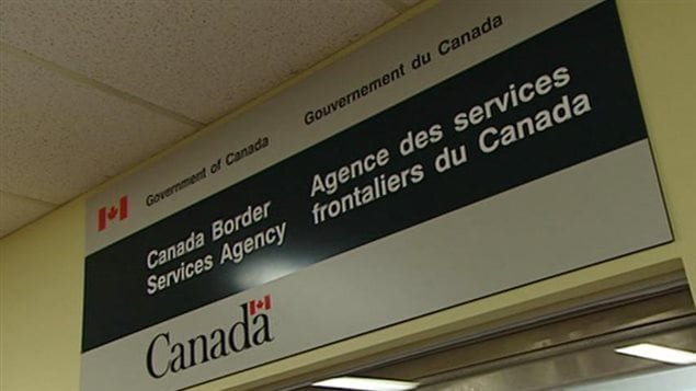 Des migrants sans papiers d tenus ind finiment au canada for Bureau service canada