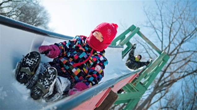 Le bonheur des uns fait le malheur des autres : le temps froid qui sévit depuis le début de la semaine de relâche stimule les ventes de voyages dans le sud, alors que les stations de ski sont désertées par les sportifs. Compte-rendu de la journaliste Allison Van Rassel.