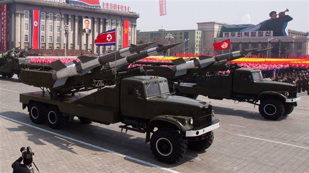 Démonstration de missiles lors d'une parade à Pyongyang en avril 2012