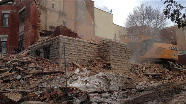 De la maison Redpath, il ne restait plus que la fondation et des débris, mercredi, à Montréal.
