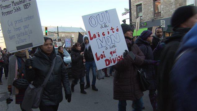 La marche a été déclarée illégale, mais tolérée par les policiers de Montréal.