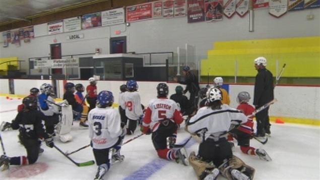 Le hockey scolaire prend de l'importance au Québec