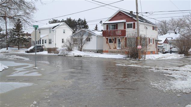 inondations sudbury et l 39 eau monte belleville ici radio. Black Bedroom Furniture Sets. Home Design Ideas