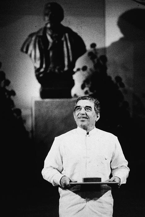 Gabriel Garcia Marquez après avoir reçu le prix Nobel de littérature en 1982 en Suède.
