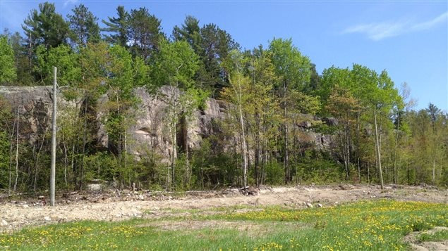 Le site d'escalade de Ville-Marie, haut d'une quinzaine de mètres.