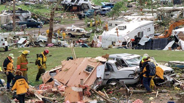 Dégâts causés par une tornade en Alberta en 2000.