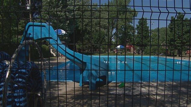 Accident dans une piscine de qu bec un baigneur aux for Marchand de piscine