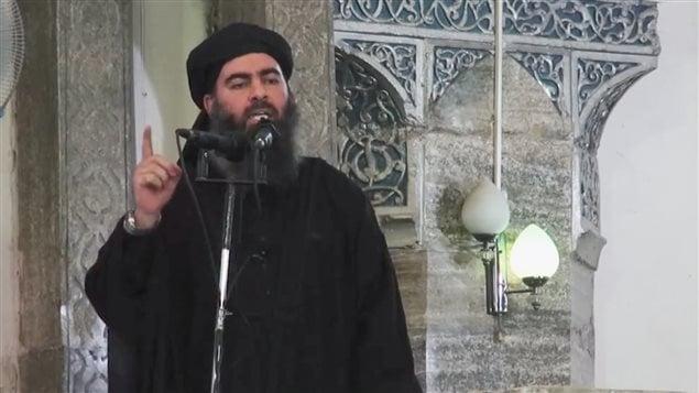 Le chef du « califat », Abou Bakr Al-Baghdad. Cette image est tirée d'une vidéo publiée samedi sur des sites djihadistes.