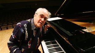 Michel Legrand en 2005 lors d'une répétition pour un concert à Madrid, en Espagne