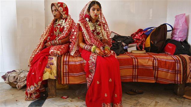 de jeunes femmes le jour de leur mariage en inde - Mariage Forc En Inde