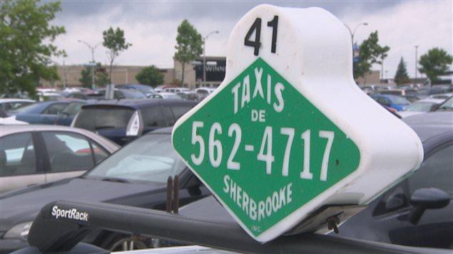 Un chauffeur de taxi de Sherbrooke a été agressé par des clients.