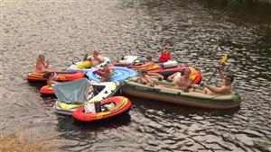 Des vacanciers sur la rivière Mitis