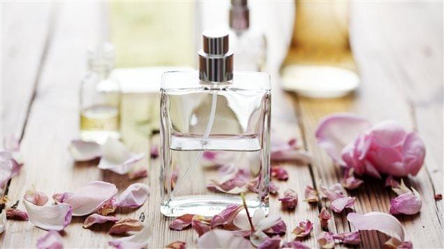 « Le bonheur est un parfum que l'on ne peut répandre sur autrui sans en faire rejaillir quelques gouttes sur soi-même.  » de Ralph Waldo Emerson