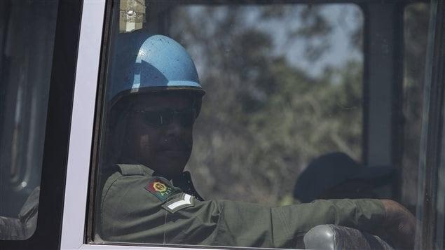 Un Casque bleu fidjien en route pour le plateau de Golan, entre Israël et la Syrie