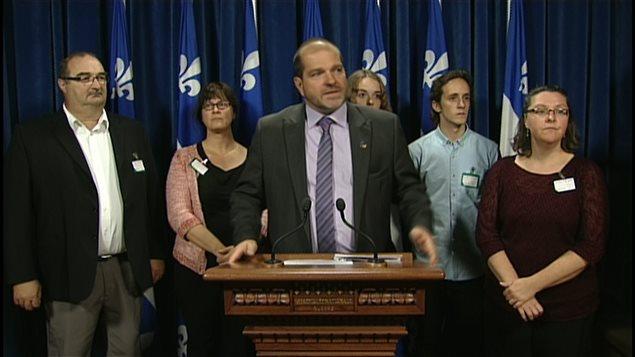 Le député péquiste de Rimouski, Harold Lebel, accompagné d'une délégation du milieu culturel du Bas-Saint-Laurent